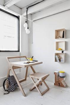 """Выбираем письменный стол для школьника: 75 современных моделей для детской комнаты http://happymodern.ru/pismennyj-stol-dlya-shkolnika-50-foto-xochu-uchitsya-ne-xochu-muchitsya/ Один из самых современных экологичных вариантов из дерева. Форма стола """"K desk"""" от голландской компании Rafa-Kids - простая, но в то же время притягивает взгляд"""
