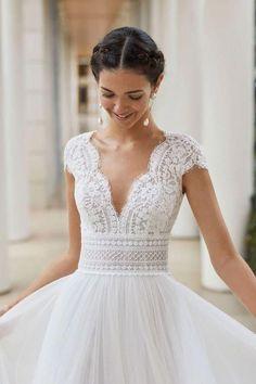 6 Wedding Dress Sleeve Styles All Brides Need to Know Rosa Clara Wedding Dresses, Fantasy Wedding Dresses, Simple Wedding Gowns, Wedding Dress Train, Wedding Dress Sleeves, Long Sleeve Wedding, Designer Wedding Dresses, Lace Wedding, Gown Wedding