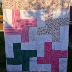 How to self bind a quilt, using the backing fabric. Quick and easy. Applique, Self, Quilts, Blanket, Easy, Projects, Fabric, Scrappy Quilts, Log Projects