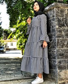 Plaid and Stripped Dress Inspiration for Hijabies – Girls Hijab Style & Hijab Fashion Ideas , Modern Hijab Fashion, Abaya Fashion, Muslim Fashion, Modest Fashion, Fashion Outfits, Fashion Ideas, Fashion Fashion, Casual Hijab Outfit, Hijab Dress