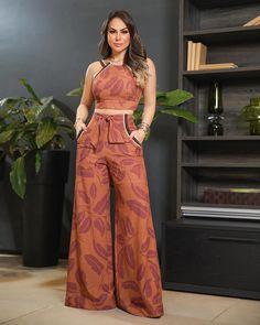Vogue Fashion, Fashion Pants, Hijab Fashion, Fashion Outfits, Classy Outfits, Chic Outfits, Outfit Elegantes, Cropped Wide Leg Trousers, Stylish Clothes For Women