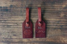 Mr and Mrs. Custom Leather Luggage Tags von RSVPhandcrafted auf Etsy