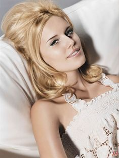 Few performers experience a meteoric rise to fame on par with that of actress Maggie Grace. An Ohio native whose parents co-ran a jewelry business, Grace left her Columbus home amid complete obscurity, nurturing dreams of becoming an A-list actress Maggie Grace, Hollywood Actress Photos, Hollywood Celebrities, Female Actresses, Actors & Actresses, Stretch Mark Cream, Star Wars, Katherine Heigl, Celebrity Travel