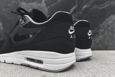 reputable site 5ef3b 2a26b Nike WMNS Air Max 1 Ultra Essential - Black   White