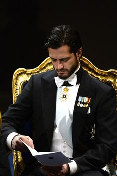 Prince Carl Philip Photos - Prince Carl Philip of Sweden attends the Nobel Prize Awards Ceremony at Concert Hall on December 2013 in Stockholm, Sweden. - Nobel Prize Awards Ceremony in Stockholm Zeichnung Marilyn Monroe, Royal Monarchy, Royal Photography, Prix Nobel, Swedish Royalty, Prince Carl Philip, Handsome Prince, Danish Royal Family, Beautiful Men Faces