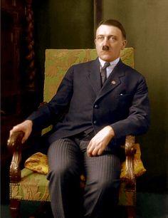 卐 Der Führer Adolf Hitler April 1889 - 30 April (via reinhard-himmler) Nazi Propaganda, Luftwaffe, Rare Photos, Cool Photos, The Third Reich, Oil Portrait, Happy Birthday, Military History, World War Two
