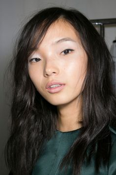 dewy skin, a wash of sheer white eyeshadow and pale pink lips @ No. 21 S/S '14