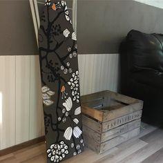 Joka ilta pikkuisen pakkaamista kaappien siivousta ja järjestelyä. Tämän illan huipennuksena vanhan silitysraudan päällystys kaapissa lojuneella kangassuikaleella  #siivous #cleaning #packing #pakkaus #diy #tuunaus #silityslauta #home #myhome #muutto #moving