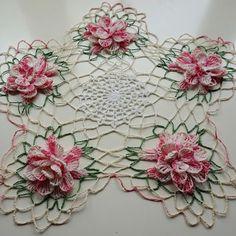 Doily Wedding, Wedding Linens, Crochet Mandala Pattern, Crochet Doilies, Love Crochet, Hand Crochet, Wedding Quotes, Quilling, Centerpieces