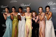 Pin for Later: On ne se lasse pas de ces sublimes photos du festival de Cannes !  Les plus belles femmes du monde ont posé sur le tapis rouge de la soirée Chopard, notamment Adriana Lima et Alessandra Ambrosio.