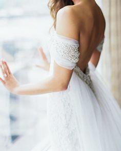 What we gonna do when off shoulder is not a thing anymore? ����♀️����♀️����♀️ via�� @pinterest #collarboneisthenewcleavage #weddingcinematography  #instabride  #2017bridal  #weddingday  #weddinginspo  #bridal  #bridalfashion  #bridalhair  #romantic  #bride  #bohobride  #coolbride #weddingideas  #weddinginspiration  #weddingplanning http://gelinshop.com/ipost/1516329474508097819/?code=BULFZ-Kgokb