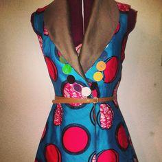 Coupe tailleur, boutonnage croisé, une petite inspiration vintage.