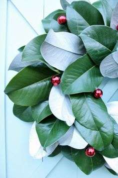 How to make a Christmas Magnolia Wreath Christmas Decorating: DIY Magnolia Wreath