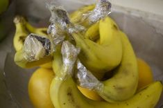 Keep Bananas Fresh Longer by Separating Them and Wrapping the Stems in Plastic Wrap - How To Instructions Keep Bananas Fresh, Snack Recipes, Snacks, One Banana, Plastic Wrap, Kefir, Fruits And Vegetables, Food Hacks, Cooking Tips