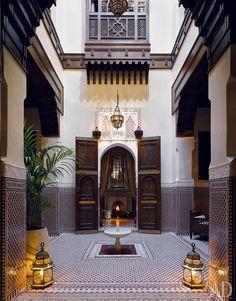 На строительство отеля Royal Mansour в Марракеше ушли годы, зато теперь всем ясно, что такое настоящий мавританский стиль.