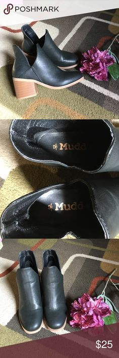 """Mudd booties🌺 Black cut out chunky heel style booties🌺heel measures approx 2.5"""" 🌺 man-made materials 🌺 light wear Mudd Shoes Ankle Boots & Booties"""
