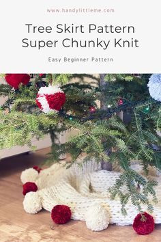 Tree skirt pattern - super chunky knit. A Christmas tree skirt pattern that will make your Christmas decor look extra cosy! Hand-knit a super chunky tree skirt with this free knitting pattern. #Christmas #Christmastreeskirt #treeskirt #knitting #knittingpatterns #Christmastree Free Knitting Patterns For Women, Beginner Knitting Patterns, Easy Knitting Projects, Knitting For Kids, Christmas Tree Skirts Patterns, Christmas Knitting Patterns, Knitting Abbreviations, Christmas Crafts, Christmas Decorations