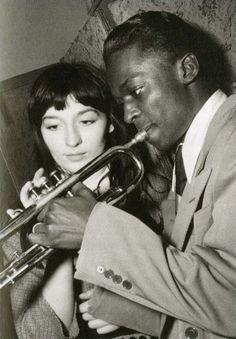 Juliette Gréco With Miles Davis jean-philippe-charbonnier-guliett-greco-et-miles-davis-1949.jpg (634×900)  http://larepubliquedeslivres.com/il-ny-plus-dapres-saint-germain-des-pres-et-plus-davant-non-plus/