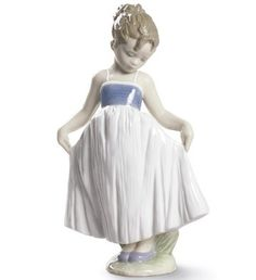 LLADRO NEW - LOOK AT MY DRESS - Issue Year: 2015  Sculptor: Javier Molina