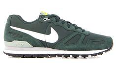 Bijzondere Nike Air waffle trai Groen Sneakers van het merk Nike voor Heren . Uitgevoerd in Groen gemaakt van .