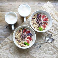 Ihana sunnuntai  Lovely Sunday . . . #huomenta#aamiainen#aamu#sunnuntai #kaksistaan#tuorepuuro#terveellinen#nelkytplusblogit#healthychoices#breakfast#overnightoats#smoothiebowl#smoothie#hygge#duo#flatlay#foodstyling#wholesomefood#overnightoats#onthetable#foodpic#twiceasnice#foodphoto#frukost#petitdejeneur#goodmorning#pursuepretty#朝食#プレート