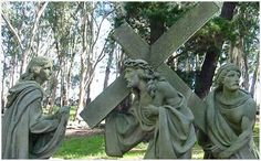 The Mount Calvary, and its Via Crucis, is the third in importance on an international level and it has turned the city of Tandil into one of the protagonist spots as far as religious tourism is concerned. Holy Week, Latin America, Holi, Garden Sculpture, Tourism, Easter, City, Natural, Sculpture