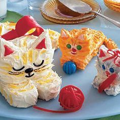 Creative Cake: Mom Cat and Kitten Cakes http://www.womansday.com/recipefinder/mom-cat-kitten-cakes-122098?click=recipe_sr