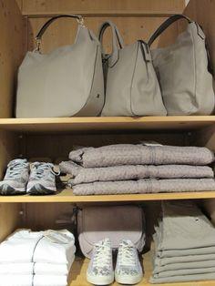 Red, yellow, cream, blue, white! A voi la nuova collezione di borse di Gianni Chiarini Made in Italy. Borse di tutte le forme e per tutti i gusti, care amiche donne cosa aspettate: passate a trovarci! Colora la tua primavera con Gianni Chiarini borse! #giannichiarini #borse #nuoviarrivi #pe2015 #primavera #ss15 #followthebuyer #fashion #instafashion #instamood #instablogger #Moena #Dolomiti #Valdifassa #moenalovers 