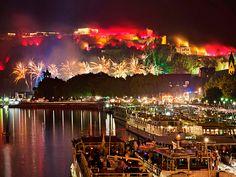 Blick auf den Rhein mit Feuerwerk beim Event Rhein in Flammen