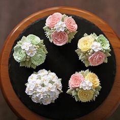 블랑비 플라워케이크 클래스~ 원데이클래스 수강생 작품~ 알록달록 장미와 애플블라썸으로 풍성하게 장식된 컵케익들~ 지인들에게 직접 만든 선물을…