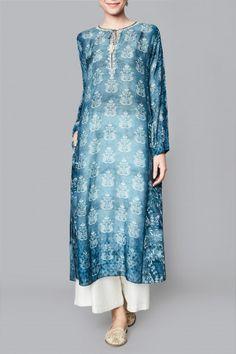 Shop Karvi Tunic from Anita Dongre Kurta Designs Women, Kurti Neck Designs, Salwar Designs, Blouse Designs, Pakistani Dress Design, Pakistani Dresses, Indian Dresses, Indian Wedding Outfits, Indian Outfits