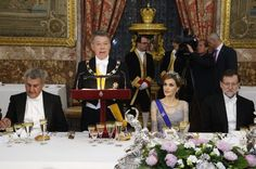 King Felipe and Queen Letizia offered a gala dinner in honor of the state visit of the President of Colombia and his wife in Spain. The evening was held at the Royal Palace in Madrid.