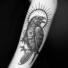 Scary Tattoos, Life Tattoos, Hand Tattoos, Sleeve Tattoos, Crow Tattoo Design, Tattoo Design Drawings, Traditional Tattoo Raven, Black Crow Tattoos, Medieval Tattoo