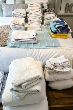 Simple Tips to Organize & Refresh Your Linen Closet Linen Closet Organization, Life Organization, Organizing Ideas, Small Linen Closets, Home Focus, Sheets Bedding, Small Entryways, Blue Home Decor, Room Tour