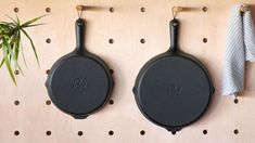 Prepd is raising funds for Prepd Skillet on Kickstarter! The convenience of non-stick combined with the versatility, quality, and performance of cast-iron. Iron Skillet Recipes, Cast Iron Skillet, Machining Process, Shaker Style Cabinets, Wooden Organizer, Cool Gear, Cast Iron Cookware, Non Stick Pan, Kitchens