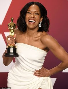 Regina King Photos - Regina King with the award for an actress in a supporting role for 'If Beale Street Could Talk' in the press room during at Hollywood and Highland on February 2019 in Hollywood, California. Black Girls Power, Girl Power, Oscar Wins, Regina King, King Photo, Amy Poehler, Actors & Actresses, Black Actresses, African Beauty