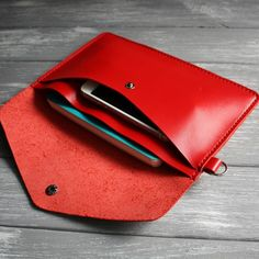 Red clutch Minimalist leather clutch women Leather wristlet clutch Leather clutch Envelope clutch Leather clutch bag Leather clutch wristlet - Want to Learn to Dress? Red Clutch, Leather Clutch Bags, Leather Purses, Leather Handbags, Leather Totes, Soft Leather, Leather Bag Pattern, Sewing Leather, Leather Gifts