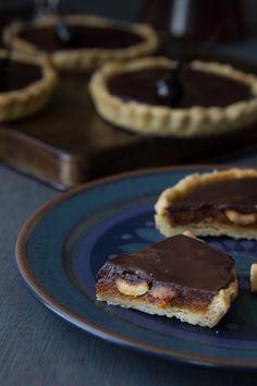 el gato goloso: Tartaletas de avellanas, caramelo y chocolate