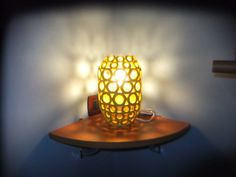 Lume realizzato con carta riciclata, supporta lampade a basso consumo o luci led. visita la pagina https://www.facebook.com/pages/Il-Fabbricatore-di-Salvatore-Pullar%C3%A0/583580198379555
