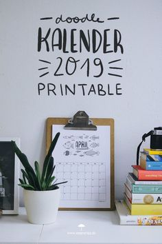 Monats - Kalender 2019 zum Download und selbst ausdrucken. Der Doodle Monatsplaner für das neue Jahr! Midori Traveler's Notebook, Room Decor, Wall Decor, Tips & Tricks, 2019 Calendar, Cool Diy Projects, Staying Organized, Travelers Notebook, Illustration