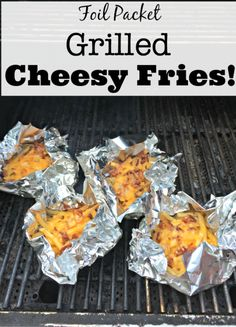 Foil Packet Grilled Cheesy Potatoes Foil packet grilled cheesy fries- a dish that your kids can pull easily pull together, cooks right on the grill, and has no virtually no clean up! Tin Foil Dinners, Foil Packet Dinners, Foil Pack Meals, Foil Packets, Camping Meals, Backpacking Food, Kayak Camping, Ultralight Backpacking, Camping Cooking