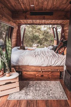 This looks like the coziest converted van bed! Would you love to wake up to thi… This looks like the coziest converted van bed! 😍 Would you love to wake up to this gorgeous view? 👀 Tag a friend who will love this! Bus Life, Camper Life, Kombi Motorhome, Camper Trailers, Rv Campers, Van Bed, Adventure Car, Kombi Home, Van Home