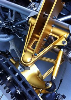pagani details | Pagani Huayra Rear Suspension Detail JPG Photo 21