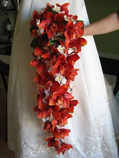 DIY cascade brides bouquet! http://www.projectwedding.com/wedding-ideas/diy-wedding-challenge-cascade-bride-s-bouquet