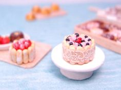 Berry charlotte cake with lace ribbon and lady por NassaeMiniatures