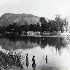 Australian Aborigines in Barron River, Cairns  in 1895.Photo from Stratford Heritage Trail.A♥W