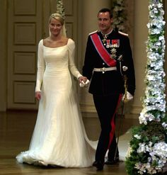 The bridal couple in the Royal Palace; wedding of Crown Prince Haakon of Norway and ms. Mette-Marit Tjessem Høiby, August 25th 2001