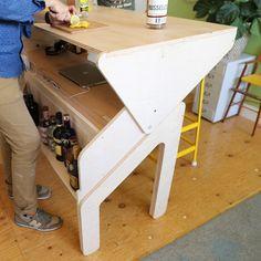 Jonathan Odom Schreibtisch / Bar System Furniture, Modular Furniture, Diy Furniture, Furniture Design, Study Table Designs, Desk Inspiration, Stand Up Desk, Work Station Desk, Diy Cabinets
