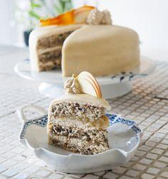 Superlækker lagkage fra Kristian fra Den Store Bagedyst (Recipe in Danish) Danish Cake, Danish Dessert, Food Cakes, Let Them Eat Cake, Cake Recipes, Sweet Tooth, Bakery, Food And Drink, Sweets