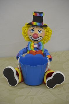 Palhaço Cachepo Send In The Clowns, Circus Party, Doll Crafts, Minions, Minnie Mouse, Handmade Gifts, Recycling, Lily, Baby Shower